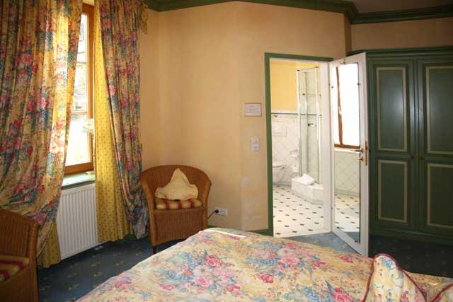 hotel gasthof kreuz post gasthof 79219 staufen breisgau markgr flerland schwarzwald breisgau. Black Bedroom Furniture Sets. Home Design Ideas