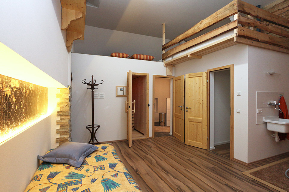 2 zimmer ferienwohnung schlossbergblick 114 m. Black Bedroom Furniture Sets. Home Design Ideas