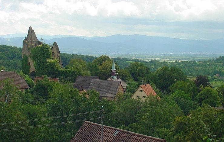 Blick von der Burgruine Tenningen-Landeck in die Rheinebene