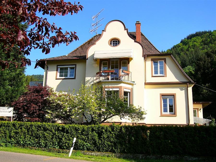 Appartementhaus Bergquellschlösschen | 425 m ü. NN